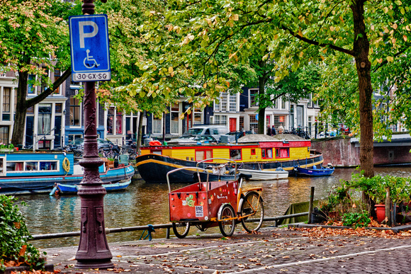 Canal boats and tricycles, Amsterdam, Nederland